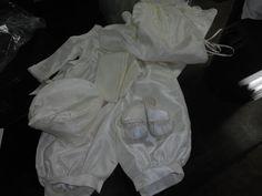 conservar el ropón del bebe es eternizar la emoción de su llegada, ahora tambien podemos bordar su nombre y fecha de bautizo