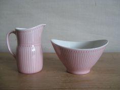 Rörstrand - ROSMARIN - creamer & sugar bowl - pink - midcentury - Hertha Bengtson. kr300.00, via Etsy.