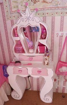 Tenía ganas de que mi princesa tuviera un tocador especial...uno diferente a todos pero que tuviera el estilo de una princesita...después d...