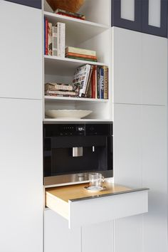 fma Interior Design - Fred M Alsen - contemporary white glass front Greenfield Cabinetry kitchen - mesquite wood table with hand dovetail edge -  #fmaInteriorDesign #FredMAlsen #contemporaryKitchen #WhiteKitchen #GreenfieldCabinetry #GEMonogram