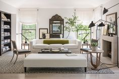 She emulates the soul, personality and functional needs of her clients through masterful design. Meet our interior designer crush du jour, Betsy Brown. Hamptons Living Room, My Living Room, Home And Living, Living Room Decor, Living Spaces, Design Salon, Home Design, 2017 Design, Blog Design