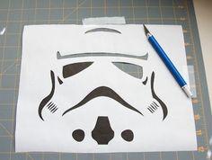 How to use freezer paper/wax paper to stencil Theme Star Wars, Star Wars Decor, Star Wars Party, Disney Diy, Disney Crafts, Stencil Diy, Stencils, Homemade Shirts, Disney Names