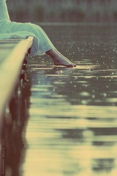 I <3 dipping my feet in water and I <3 raindrops.  This photo says it all