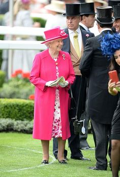 Prince Harry and the Queen are all smiles at Royal Ascot - Photo 4 | Celebrity news in hellomagazine.com