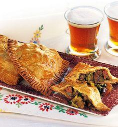Savory Mini-Pies: Steak, Potato and Leek Steak Recipes, Pie Recipes, Cooking Recipes, Dinner Recipes, Dinner Ideas, Empanadas, Leek Pie, Steak Potatoes, Scottish Recipes