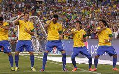 Fifa World Cup Brazil 2014 team celebration Fifa Football, National Football Teams, Football Players, Soccer Fifa, Brazil World Cup, World Cup 2014, Fifa World Cup, Brazil Players, Brazil Team