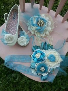 Easter accessories: mini hat, shoe clips and belt. Used lace fabric and trim for rosettes , burlap, vintage jewelry,  floral pearls, doilies, ostrich feathers and netting.