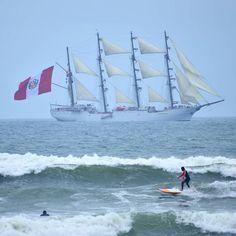 La foto que publicamos en la fanpage de la escuela ayer está rebotando en muchos sitios. Pero ustedes la vieron primero aquí. Hermoso el BAP Unión buque escuela de nuestra Marina de Guerra del Perú y el más grande velero de Latinoamérica.  #surf #surflessons #surfer #bapunion #bapunión #marinadeguerradelperú #velero #Peru #Miraflores #Lima - http://ift.tt/1K8gmug