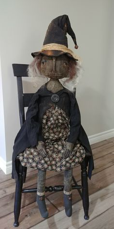Primitive Halloween Decor, Halloween Yard Art, Halloween Sewing, Fall Sewing, Primitive Fall, Halloween Quilts, Halloween Doll, Primitive Folk Art, Primitive Crafts
