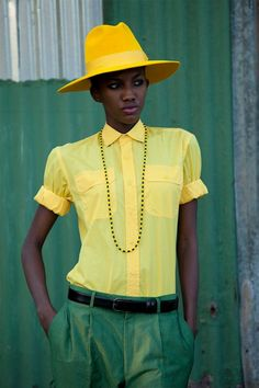 Yellow hat - I love it with the green in combination. / Sombrero amarillo, me encanta la combinación con verde.