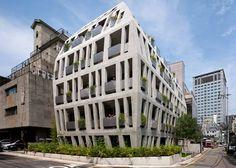 Офисное здание Gilmosery с выпуклым фасадом в Сеуле