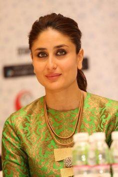 Randhir Kapoor, Kareena Kapoor Khan, Bollywood Theme, Bollywood Actress, Ethnic Fashion, Modern Fashion, New Punjabi Suit, Karisma Kapoor