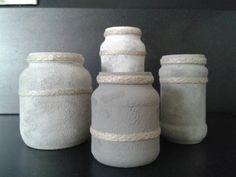 Glazen potjes in betonlook