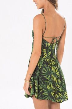vestido detalhe decote folhestre