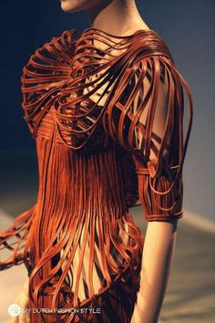 Iris van Herpen Groningen Museum Holland photographed by Christian 3d Fashion, Fashion Details, Look Fashion, High Fashion, Womens Fashion, Fashion Design, Origami Fashion, Editorial Fashion, Winter Fashion