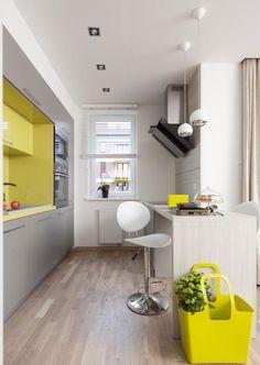 Einrichtungstipps Kleine Küche Ideen Hellgrau Gelb Glas Spritzschutz