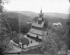 Skøiens katalog: Fantoft Stavkirke ved Bergen. Påskrift negativ: 643. Fana. Fantoft stavkirke. Foto: Marthinius Skøien - National Library of Norway