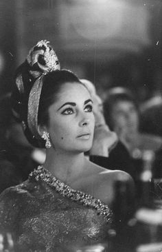 Elizabeth Taylor  -  absolutely breathtaking!!