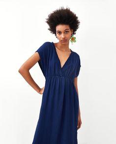 Zdjęcie 2 SUKIENKA W STYLU RUSTYKALNYM Z DEKOLTEM W SEREK z Zara V Neck Dress, Shirt Dress, Short Sleeve Dresses, Dresses With Sleeves, Spring Summer 2018, Zara, Wrap Dress, Casual, Shirts
