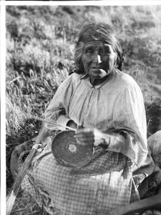 Coahuilla Indian woman, Maria Los Angeles, a basket maker, ca.1900. http://digitallibrary.usc.edu/cdm/ref/collection/p15799coll65/id/16341
