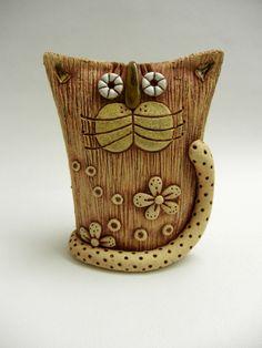 Kocourek Ze šamotové hlíny, výška 15,5 x 12,5 cm (vxš). Vhodné k celoroční venkovní dekoraci.