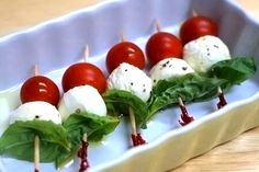 New Appetizers Easy Finger Food Simple Caprese Skewers Ideas List Of Appetizers, No Cook Appetizers, Christmas Appetizers, Appetizer Recipes, Appetizer List, Party Appetizers, Caprese Appetizer, Appetizer Ideas, Healthy Appetizers