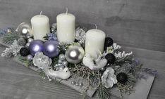 Christmas Projects, Christmas Wreaths, Christmas Table Decorations, All Things Christmas, Table Centerpieces, Handmade Christmas, Pillar Candles, Wood Art, Creative