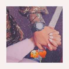 Holding Hands Pictures, Girls Holding Hands, Hand Pictures, Cool Girl Pictures, Love Photos, Hand Pics, Muslim Couple Photography, Romantic Couples Photography, Hand Photography