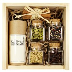 Our Chai tea kit contains everything you need to make your own tasty Chai tea from scratch! You can spice it up or serve it mellow, the choice is yours. This is the perfect kit for cooks and Chai tea lovers alike! Glass Spice Jars, Wine Gift Baskets, Basket Gift, Diwali Gifts, Diy Gift Box, Tea Gifts, Gift Hampers, Diy Christmas Gifts, Fall Gifts