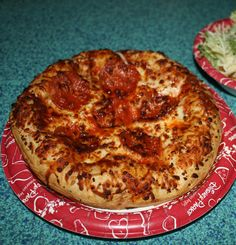 Pepperoni Pizza from Pizzafari in Animal Kingdom - click for the full review! #disneydining