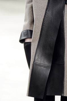 Wool coat with wide leather trim; close up fashion details // Celine Fashion Details, Look Fashion, Fashion Beauty, Winter Fashion, Womens Fashion, Fashion Design, Fashion Trends, Fashion Coat, Couture Details