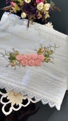 LOY HANDCRAFTS, TOWELS EMBROYDERED WITH SATIN RIBBON ROSES: LAVABO - KARSTEN