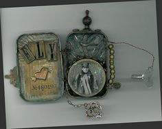 Can ya believe these are made from Altoids tins?  steampunk
