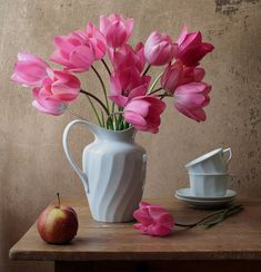 Amazing Flowers, Pink Flowers, Beautiful Flowers, Painting Still Life, Still Life Art, Flower Vases, Flower Art, Still Life Flowers, Still Life Photography