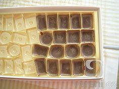 Tato čokoláda se může udělat jako chuťovka, výborná je ale také o Vánocích! Cube, Tray, Advent, Tatoo, Trays, Board