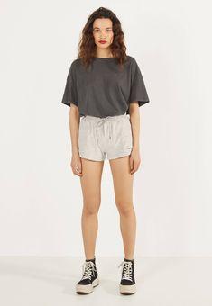 Bershka Shorts - light grey - Zalando.nl White Shorts, Grey, Women, Fashion, Ash, Gray, Moda, Women's, La Mode