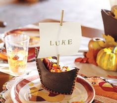 diy thanksgiving treat holders...doubles as name tags...great way to get the kids involved in helping prepare for thanksgiving dinner
