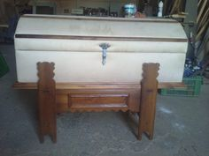 Muebles de madera, portones de madera.