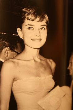 Audrey Hepburn at the Awards night where she won Best Actress for Roman Holiday. http://www.noellesnakedtruth.com/