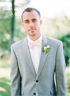 groom and groomsman in gray suit with pink bow tie Gray Groomsmen Suits, Groomsmen Fashion, Groom And Groomsmen Attire, Groom Outfit, Groom Suits, Navy Suits, Groomsmen Outfits, Bride Groom, Wedding Suits