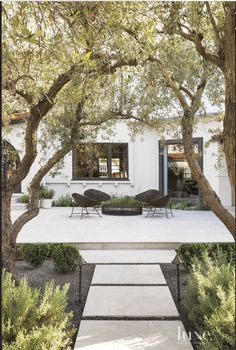 Backyard landscaping - The exterior of your home is an extension of your interior style and personality Create beautifully landscaped gardens and luxury outdoor entertainment areas to enhance the beauty of outdoor living a Modern Landscaping, Backyard Landscaping, Backyard Ideas, Spanish Landscaping, Patio Ideas, Backyard Seating, Landscaping Software, Outdoor Seating, Natural Landscaping