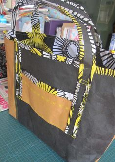 I made a shopping bag with my Kraft-tex fabric/paper I brought 2 years ago