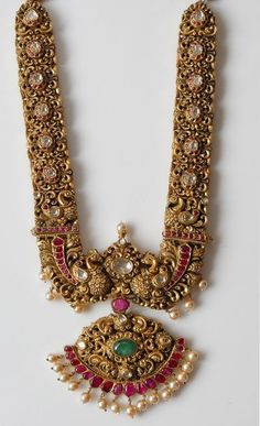 Jewellers Reveal: The One Bridal Jewellery Trend You Should Know About! Gold Temple Jewellery, Gold Wedding Jewelry, Bridal Jewelry, Silver Jewellery, Engagement Jewellery, Jewelry Design Earrings, Gold Jewellery Design, Ear Jewelry, Antique Jewellery Designs