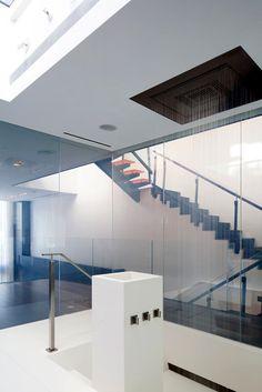 box-para-banheiro-com-vidro-de-privacidade-em-apartamento-triplex-em-nova-york-por-tca (adorei esse chuveiro de teto)