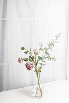 1 gourd Glass Vase Set with ranunculus & eucalyptus / Desk gourd Glass Vase with artificial flowers for Centerpieces, Artificial Flower Arrangements, Artificial Flowers, Floral Arrangements, Simple Flowers, Faux Flowers, Table Flowers, Flower Vases, Flowers In A Vase, Ranunculus Centerpiece