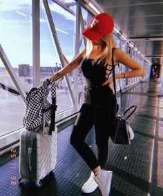 """104.4 mil curtidas, 686 comentários - Nah Cardoso (@nahcardoso) no Instagram: """"HELLO HELLO BEAGÁÁÁ! Nuuuu, cheguei um dia antes da tour do meu livro #AVidaSemFiltros na terrinha…"""" Instagram Pose, Story Instagram, Bff, Tumblr Photography, Girl Photography Poses, Picture Poses, Photo Poses, Airport Photos, Insta Photo Ideas"""
