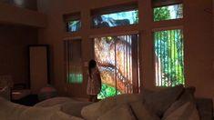 Отец с помощью проектора создал за окнами комнаты своей дочери настоящий Парк юрского периода.