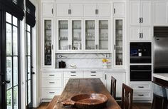 Typically used for preparing dinner courses and drinks, butler's pantries offer additional surface and storage space. See some of our favorites in a variety of layouts, from traditional galley-style designs to more modern corner units.