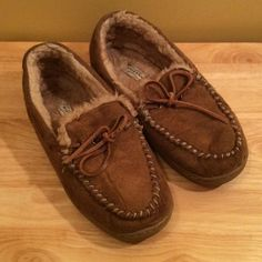Adorable suede moccasins Adorable suede moccasins in excellent condition. Arizona Jean Company Shoes Moccasins