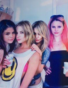 Selena Gomez, Ashley Benson, Vanessa Hudgens & Rachel Korine on the set of Spring Breakers